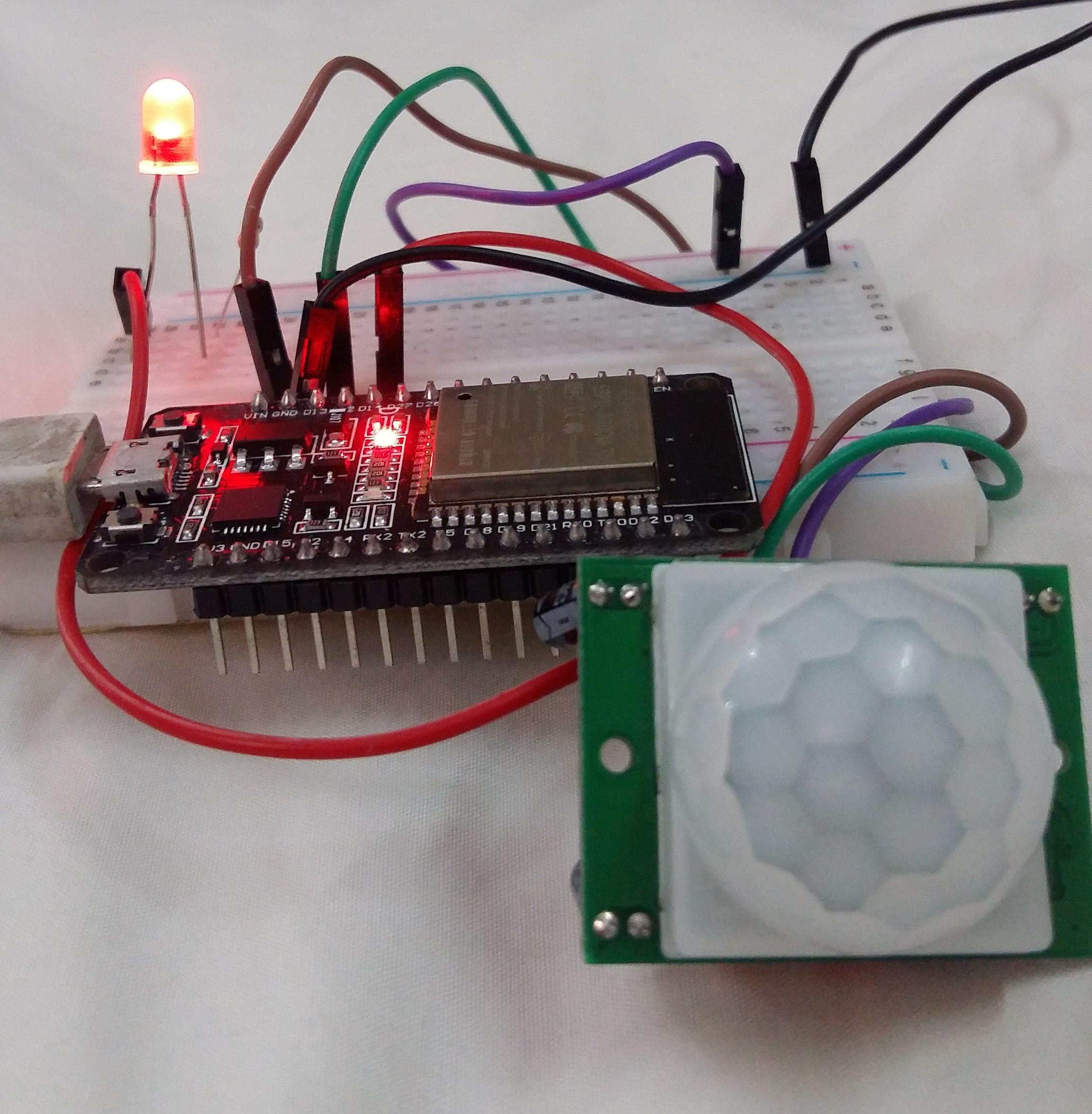 ESP32 PIR sensor and LED