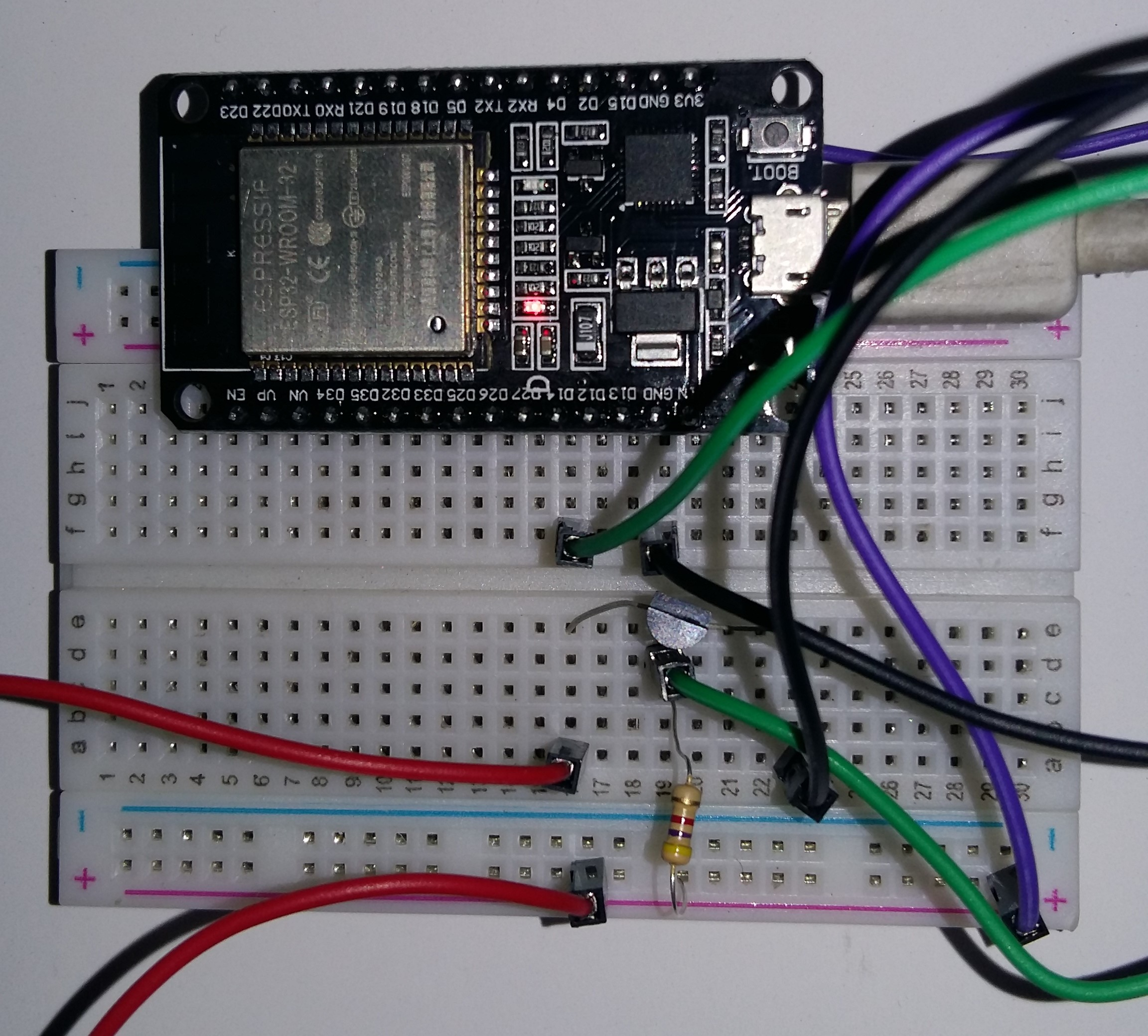 ESP32 and DS18B20 connection